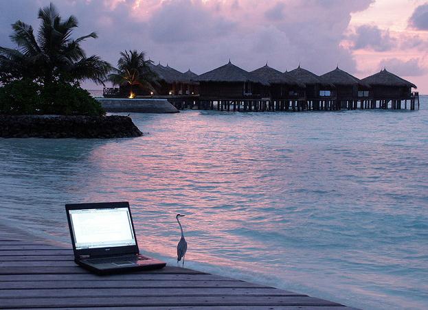 computer-at-beach